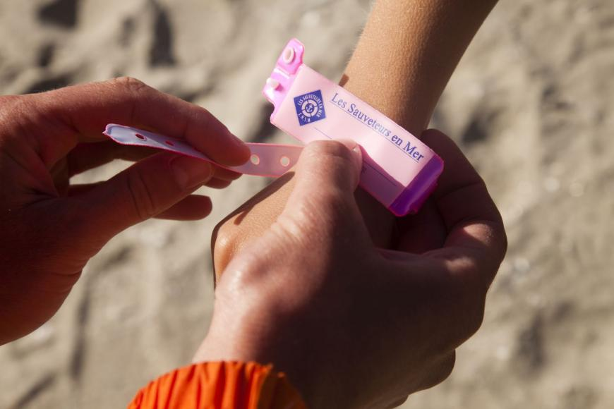 bracelets-de-plage-enfants-photo-r-demaret