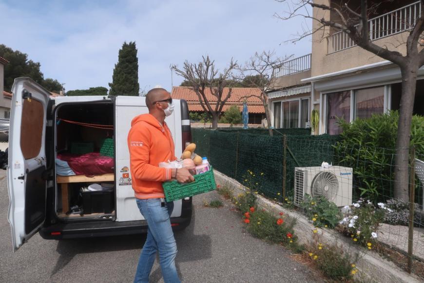 Les sauveteurs de Carro assurent des livraisons de courses et de médicaments aux personnes les plus fragiles